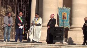 """Imam e Arcivescovo alla presenza del sindaco di Siracusa per un rito funebre """"unico""""."""