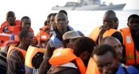 Augusta- Arrivano altri 909 migranti uomini, donne e minorenni. L'Europa: Identificateli in Italia.
