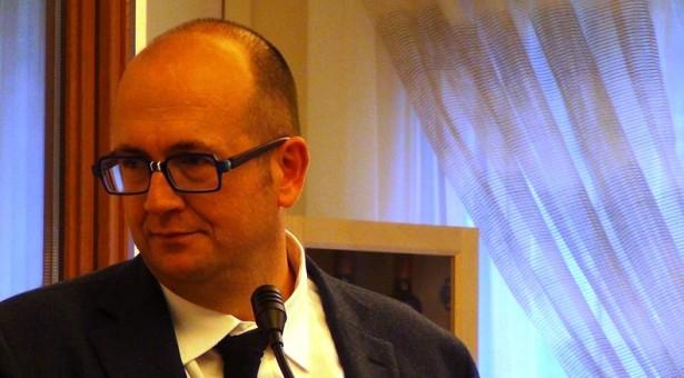"""Siracusa – Giovanni Cafeo si dimette (a sorpresa) da capo di Gabinetto del sindaco Garozzo, per restare nella segreteria regionale. Continuano i """"botti""""."""