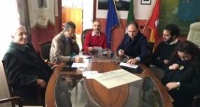 """Priolo – Zuimama e il sindaco Rizza inaugurano il monumento ai """"martiri del lavoro"""" pagato dall'Eternit."""
