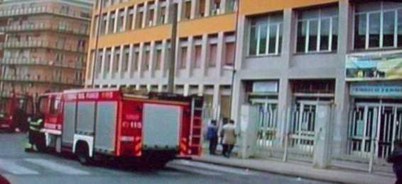 Siracusa- Crolla il tetto dei bagni dell'Istituto Tecnico Industriale Enrico Fermi. Sospese fino a lunedì le lezioni.