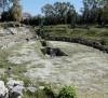 """Siracusa – I volontari """"assaltano"""" con decespugliatori e rastelli l'anfiteatro romano…ripulendolo dalle erbacce."""