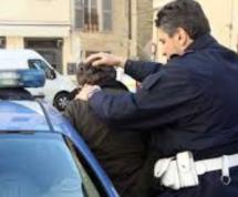 Siracusa: Poliziotti evita riesce ad arrestare un esagitato barricato con bombole di gpl, alcool e accendino; Eseguite 2 misure cautelari.Lentini: Eseguita carcerazione.