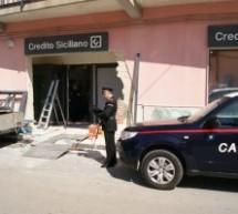 Siracusa: Con il sitema della ruspa nottetempo portano via il bancomat del Credito Siciliano di Belvedere