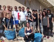 Siracusa –  La spiaggetta di Calarossa torna fruibile:Ancora una volta ripulire è toccato ai volontari.