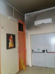 La stanza da cui ha preso il via l'incendio ora posta sotto sequestro