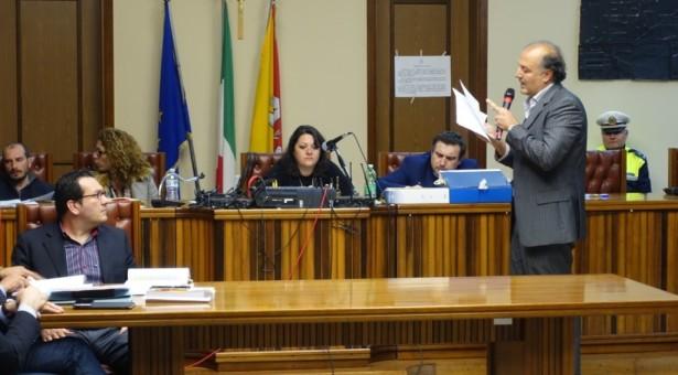 L'ex Augusta- L'ex grillino Schermi si aggrega alla crociata contro la presidente del consiglio comunale. Rivelati una serie di esposti denuncia contro la M5S Fichera
