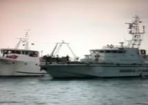 Portopalo di Cp: La GdF intercetta imbarcazione a vela con 30 migranti e due marinai russi.