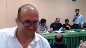 Giovanni Cafeo in versione sbarbato in assemblea provinciale del Pd