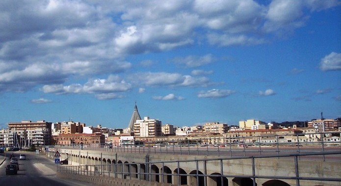 Siracusa – Posteggiatori abusivi assaltano Ortigia nei giorni di Ferragosto. L'assessore Piccione chiede l'approvazione del regolamento di Polizia Municipale.
