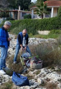 Le sacche contenenti il pesce sequestrato