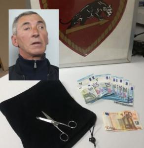 Il rapinatore, l'arma e i soldi rapinati