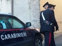 Ferla- Mincaccia il padere e lo aggredisce anche il presenza dei carabinieri: arrestato. Solarino- Rissa violenta con  3 uomini.