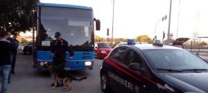 Carabinieri controllano bus