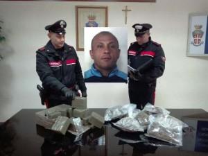 I carabinieri con la droga sequestrata e nel riquadro il Di Fede
