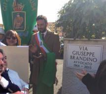 Siracusa – Una strada intitolata allo scomparso (nel 2015) avvocato Giuseppe Brandino.