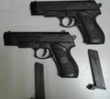 Siracusa – Arrestato extracomunitario che minacciava passanti con pistole giocattolo; 3 denunciati e auto incendiata. Noto- Furto al supermarket con denuncia.