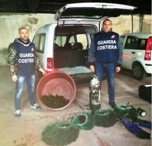 I ricci sequestrati e le attrezzature di pesca