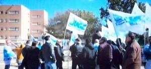 La protesta degli agenti del carcere di Cavadonna davanti alla struttura