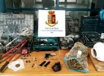 Siracusa- Segnalazione per droga. Noto – La Polizia scopre nascondiglio di armi droga, gioielli. Pachino- Denunciato per droga. Augusta – Denunciato 33 enne che nascondeva refurtiva.