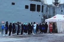 siracusa – Arrivano migranti nel porto di Augusta e 3 scafisti vengono arrestati.