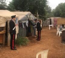 Siracusa – Dalla baraccopoli scaturite ispezioni contro il caporalato: sanzioni e sospensione di due aziende agricole