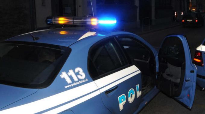Siracusa:La Polizia denuncia due persone e interviene per l'incendio di un'autovettura; Noto: due denunce per tentato furto aggravato in abitazione e per furto consumato in abitazione.