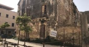 Siracusa – Al termine del mandato consiliare Gaetano Bottaro segnala il grave problema di un palazzetto cadente nel cuore di Otigia, però…