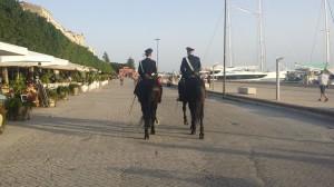 Carabinieri a cavallo alla Marina di Siracusa