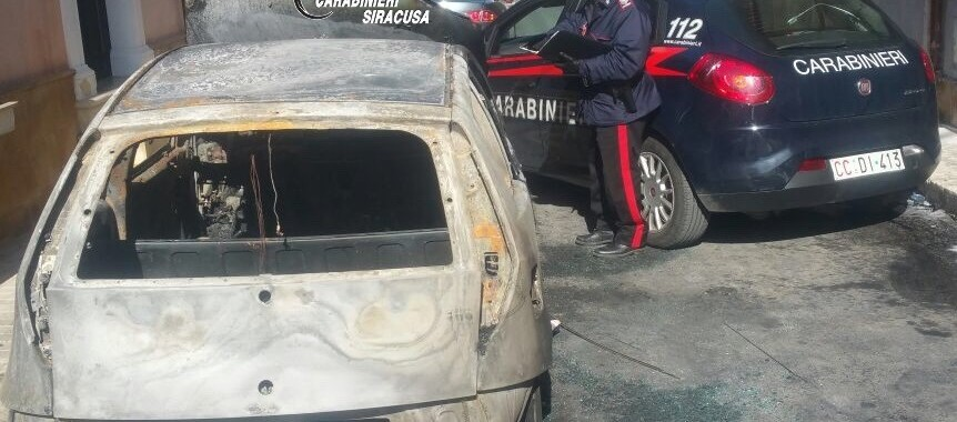 Pachino – Incendia un'auto e i Carabinieri lo arrestano