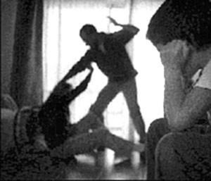 Palazzolo Acreide – Minaccia e picchia la moglie davanti al figlio minore:I Carabinieri lo arrestano